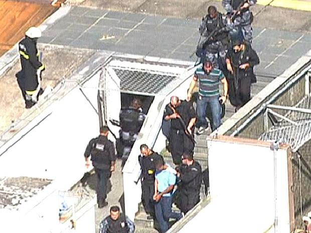 Nem chegou ao Centro do Rio escoltado (Foto: Reprodução/TV Globo)