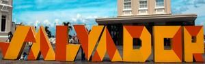 Letreiro com nome de Salvador é instalado na Praça Municipal (Imagens/TV Bahia)