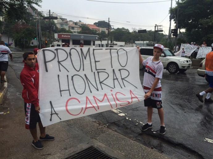 protesto torcedores São Paulo (Foto: Marcelo Prado)