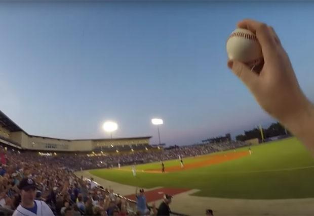 Americano fez apanhada incrível de bola durante jogo de beisebol no  Mississippi (EUA) ( 1e7bd499ee2