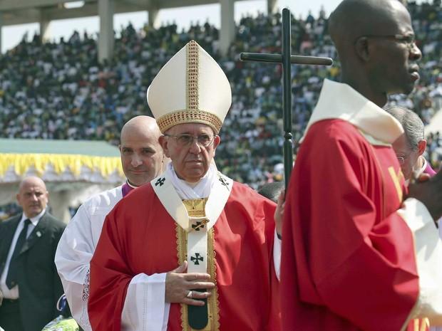 Papa Francisco durante missa em Bangui (Foto: Stefano Rellandini / Reuters)