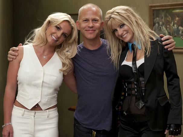 """Ryan Murphy nos bastidores do episódio """"Britney/Brittany"""" com Britney Spears e Heather Morris (Foto: Divulgação/TV Globo)"""