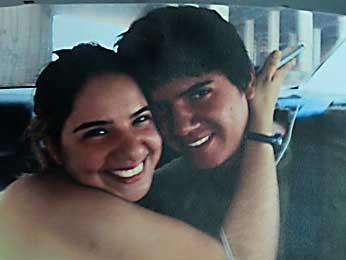 Reprodução de foto de Felipe Paiva e a irmã registrada dentro do carro no dia em que o estudante foi encontrado (Foto: Reprodução)