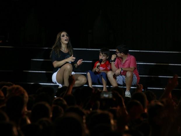 Ivete Sangalo com o filho, Marcelo, em show no Rio (Foto: Isac Luz/ EGO)