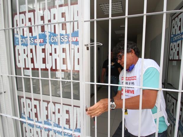 Prédio do INSS é ocupado por grevistas em João Pessoa (Foto: Francisco França / Jornal da Paraíba)