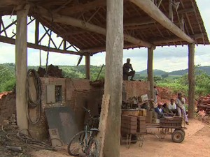 Trabalhadores em situação de escravidão em Bragança Paulista (Foto: Reprodução/ TV Vanguarda)