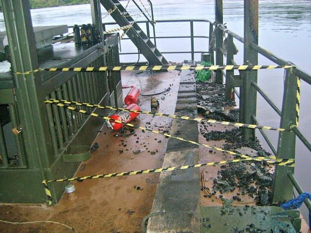 Área da balsa foi isolada para investigação (Foto: Lindon Jonhson/TV Amazonas)