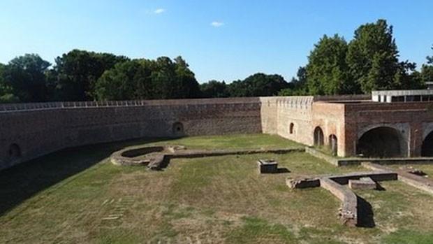 Solimão pensou que tomaria castelo facilmente, mas acabou sendo morto  (Foto: BBC World Service)