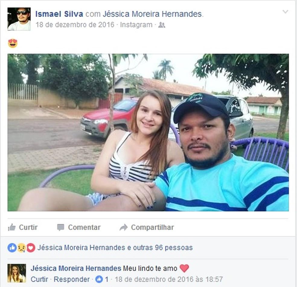 Em foto publicada por Ismael, Jéssica Moreira Hernandes, de 17 anos, se declara ao namorado (Foto: Facebook/Reprodução)