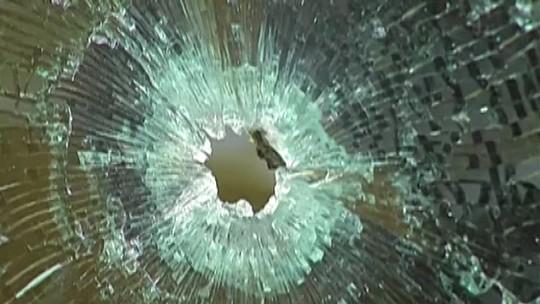 Polícia procura suspeitos de atirar em mulher durante tentativa de assalto em Mogi
