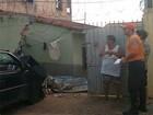 Carro desgovernado atinge muro de casa em Bragança Paulista, SP