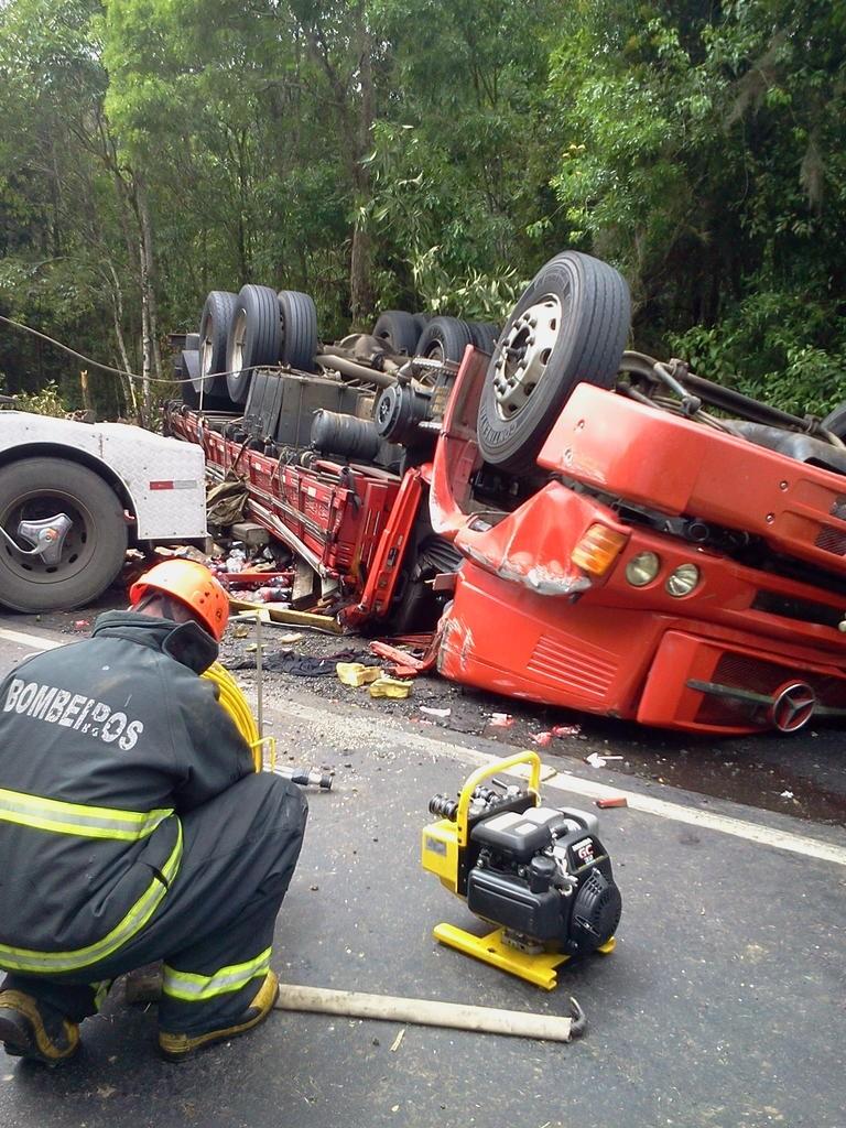 Acidente foi na BR-282, na Grande Florianópolis (Foto: Batalhão de Operações Aéreas/Divulgação)