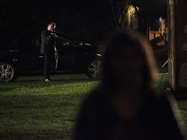Russo pensa que consegue eliminar a delegada (Foto: Salve Jorge/TV Globo)