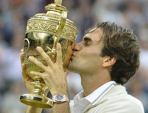 Roger Federer t&#234;nis Wimbledon final trof&#233;u (Foto: Reuters)