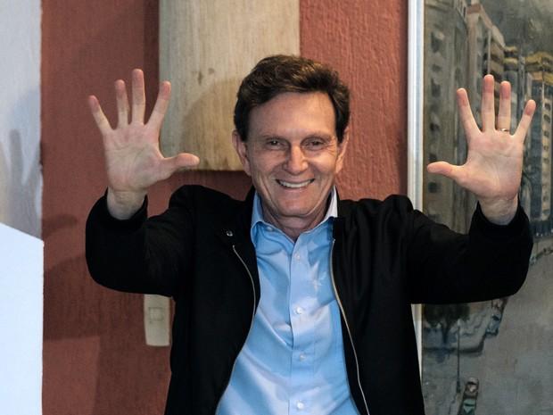 5b233c28f0 G1 - Marcelo Crivella é eleito prefeito do Rio e diz que venceu ...
