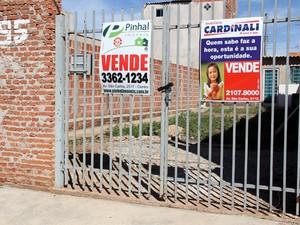 Residência no bairro São Carlos 8 foi colocada à venda no início deste mês (Foto: Fabio Rodrigues/G1)
