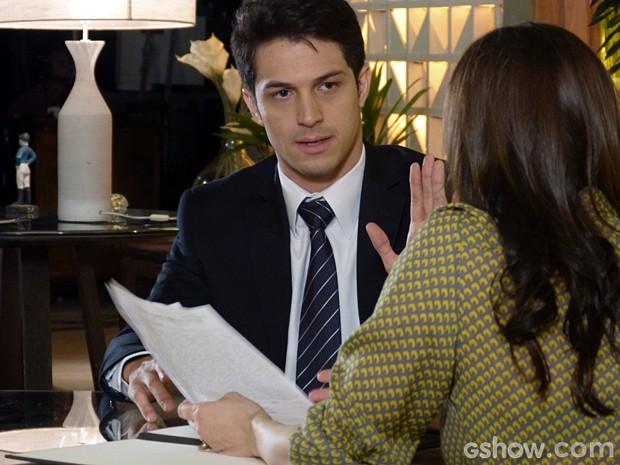 Álvaro se faz de desentendido (Foto: Além do Horizonte/TV Globo)