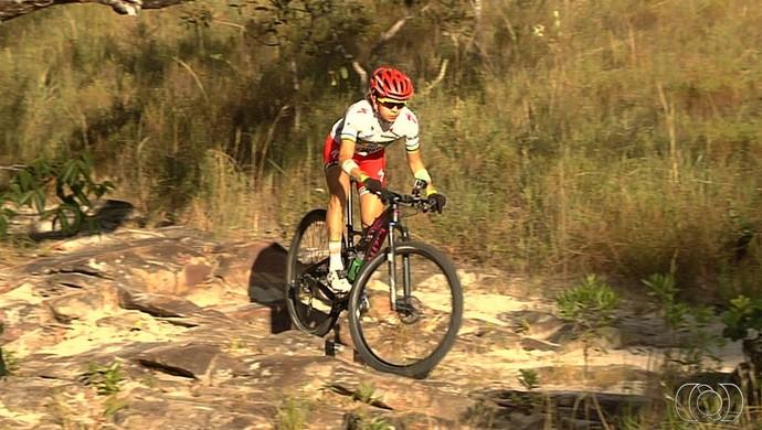Raíza Goulão, ciclista goiana do mountain bike deve ir às Olimpíadas (Foto: Reprodução/TV Anhanguera)