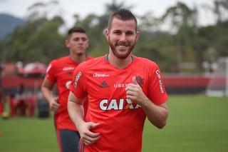 Paulo Victor em treino no Ninho do Urubu (Foto: Gilvan de Souza / Flamengo)