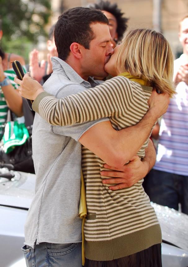 No reencontro de Dafne (Flávia Alessandra) e Gabriel (Malvino Salvador), o amor ainda faísca (Foto: Renato Rocha Miranda/Globo)