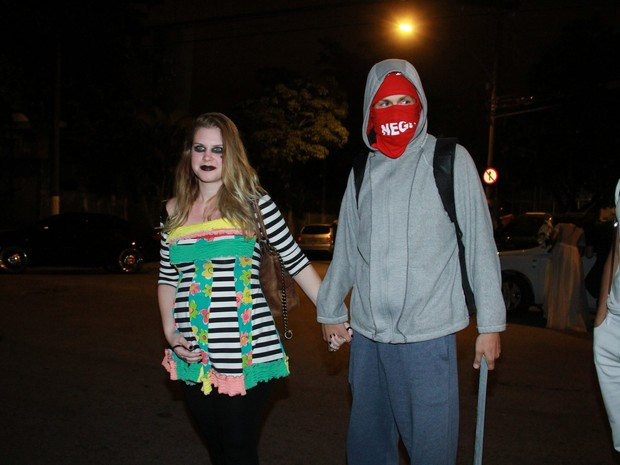 Carolinie Figueiredo e o marido, Guga Coelho,  em festa de Halloween no Rio (Foto: Thyago Andrade/ Foto Rio News)