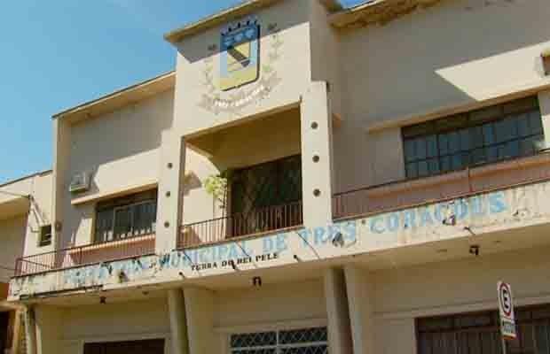 Agentes da PF fiscalizaram sede da Prefeitura de Três Corações (Foto: Reprodução EPTV)