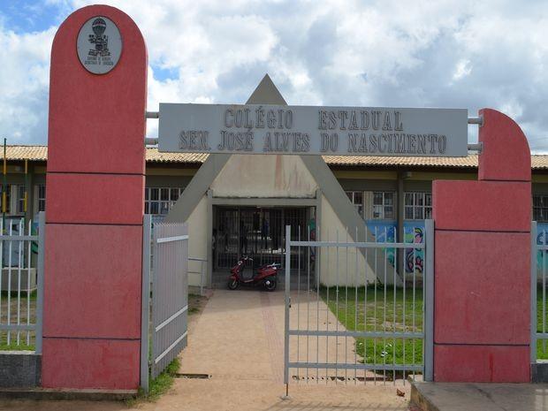 Cinfo funcinários do colégio foram assaltados pelo ex-aluno na manhã desta segunda-feira (18). (Foto: Flavio Antunes/ G1 SE)