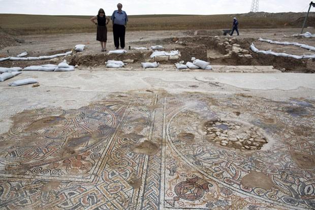De acordo com arqueólogos, peças foram encontrados em antigos prédios públicos (Foto: Menahem Kahana/AFP)