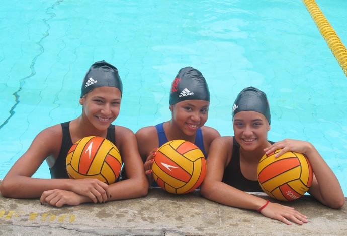 Descobertas no projeto da Rocinha, Hemanuelle, Eloine e Emilyn fazem parte do time de polo aquático do Flamengo  (Foto: Marcello Pires)