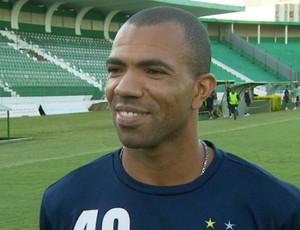 Goleiro Emerson, que ficou 6 meses parado entre 2009 e 2010, celebra boa fase no Bugre (Foto: Reprodução/ EPTV)