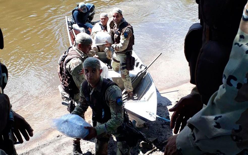 Drogas encontradas foram encaminhadas para a delegacia local (Foto: Divulgação / PM)