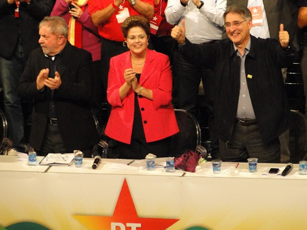 O ex-presidente Lula e o ex-ministro Fernando Pimentel com Dilma no Encontro Estadual do PT de Minas Gerais (Foto: Pedro Ângelo/G1)