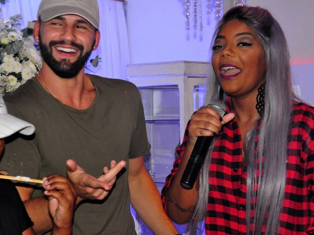 Ludmilla e o namorado, Xerxes Frechiani, em festa no Rio (Foto: Robson Barreto/ Brazil News)