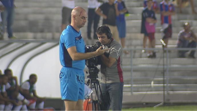 Objeto árbitro Campinense x Bahia (Foto: Reprodução / TV Paraíba)
