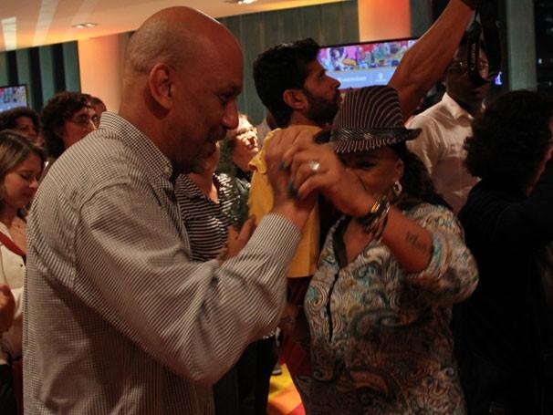 O autor de 'Subúrbia' Paulo Lins no 'baile das quebradas' no lançamento do Caderno Globo Universidade (Foto: Thaís Jordão/Divulgação)