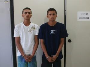 Irmãos Gustavo Bispo dos Santos, 19 anos, e Jefferson Bispo dos Santos, 22 anos, suspeitos de assassinar jovem (Foto: Rogério Oliveira/SSP)