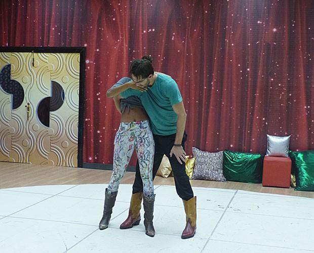 Giba e Camila Lobo já treinam novos passos (Foto: Domingão do Faustão/ TV Globo)