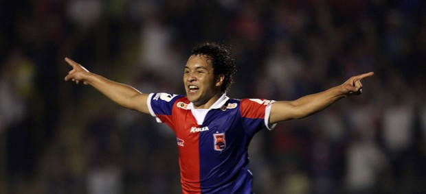Alex Alves gol Paraná (Foto: Walter Alves / Futura Press)