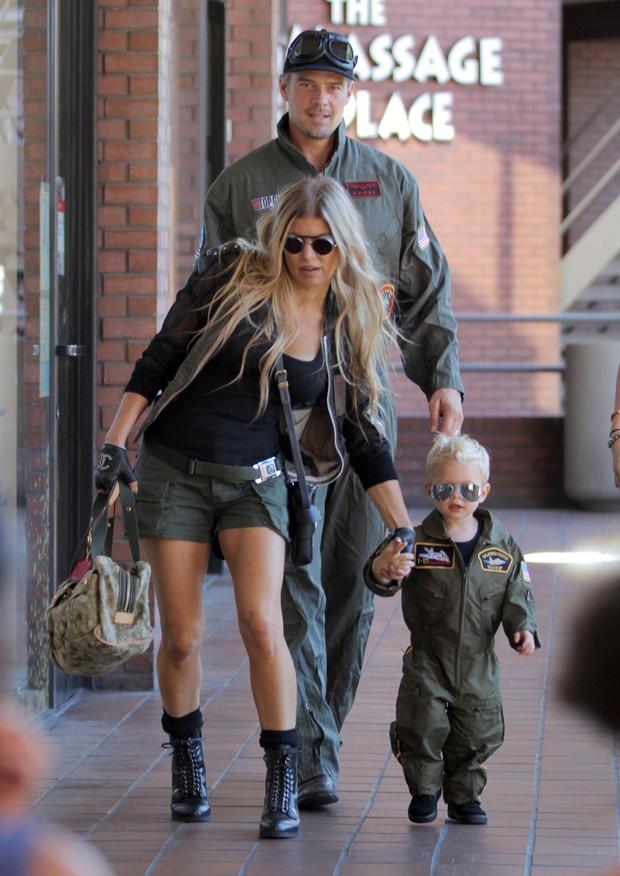 Fergie, Josh Duhamel e Axl (Foto: The Grosby Group)