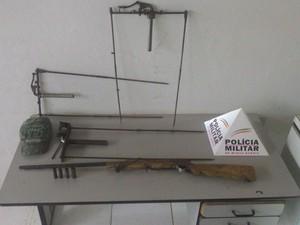 Polícia Ambiental apreendeu armadilhas com dispositivo para tiros (Foto: Polícia Militar/Divulgação)