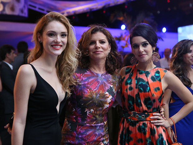 Isabelle Drummond, Débora Bloch e Maria Flor curtem a festa de Sete Vidas (Foto: Isabella Pinheiro/Gshow)