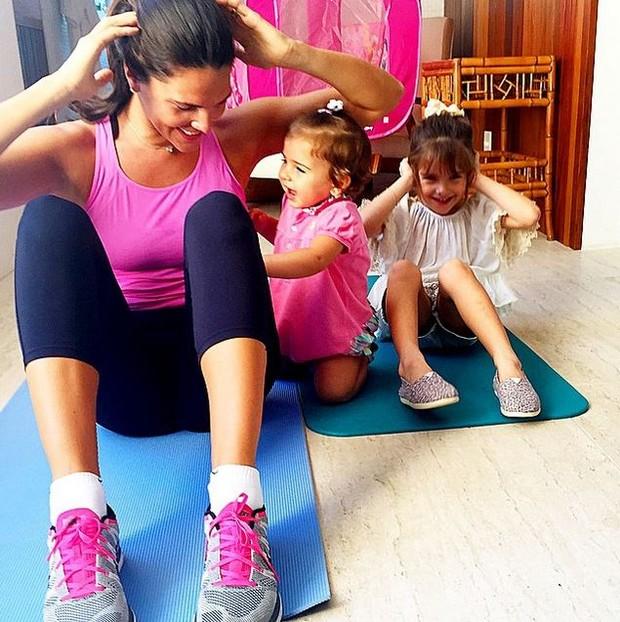 Daniella Sarahyba com as filhas (Foto: Instagram / Reprodução)