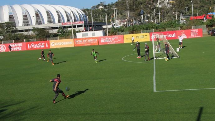Inter treina finalizações no CT Parque Gigante  (Foto: Tomás Hammes / GloboEsporte.com)