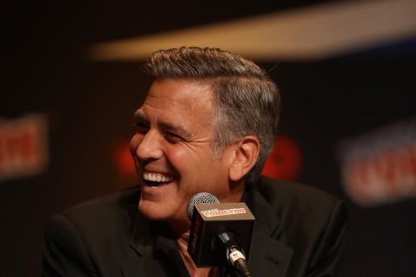 George Clooney chegou a cogitar suicídio por causa das dores nas costas decorrentes de um acidente nas filmagens de 'Syriana - A Indústria do Petróleo'. (Foto: Getty Images)