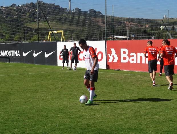 Dátolo no treino do Inter (Foto: Tomás Hammes/GLOBOESPORTE.COM)