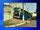 Ônibus desce ladeira de ré e 'invade' quarto de hotel em Cerqueira César