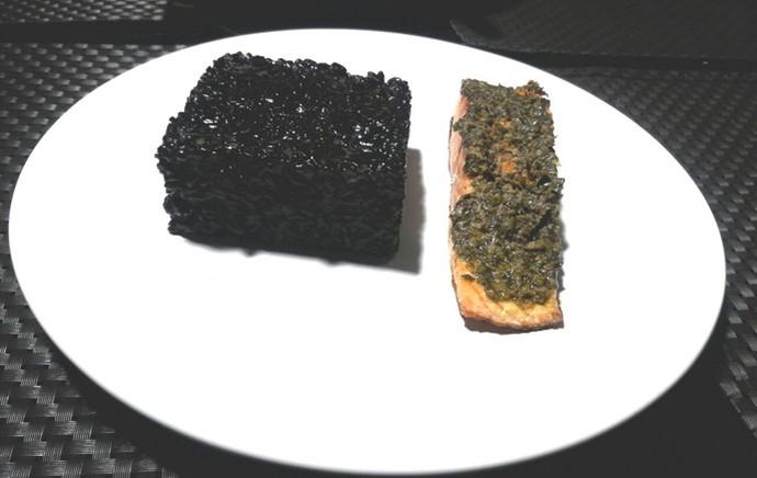 Arroz negro é um prato rápido e simples de se fazer (Foto: Gshow/Rede Clube)