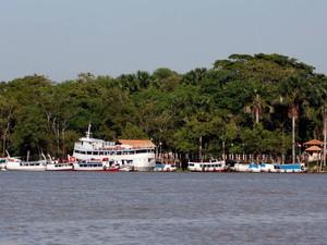 Ilha fica há cerca de 45 minutos de barco da sede de Belém e possui nas praias de água doce seu principal atrativo (Foto: Oswaldo Forte/Amazônia Jornal)