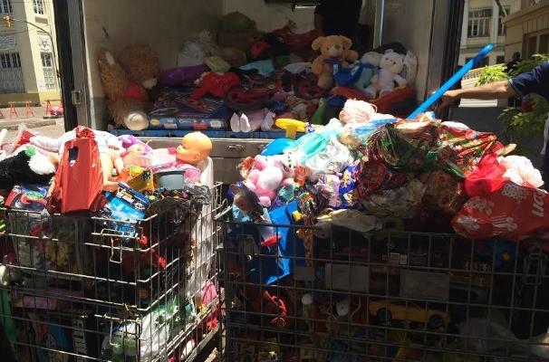 Brinquedos arrecadados no Sábado Especial de Natal (Foto: Daniela Kalicheski/RBS TV)