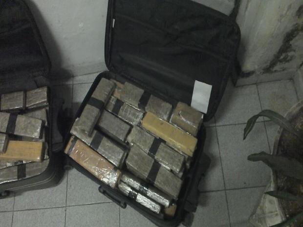 Droga estava em malas na rodoviária de Santos (Foto: Reprodução / TV Tribuna)